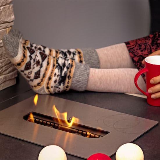 Vivez des soirées d'hiver agréables avec votre foyer de table au bio-ethanol.