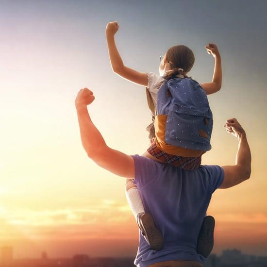 Un homme et sa fille abordent la rentrée sereinement.